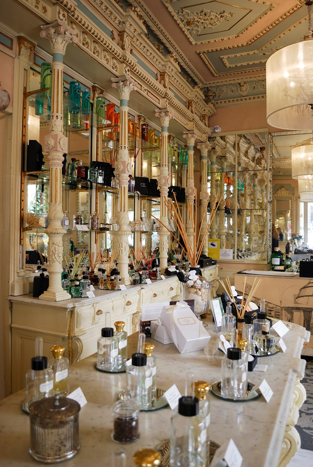 perfume store madrid tienda historica arte decoracion exclusive custom fragrance spain españa