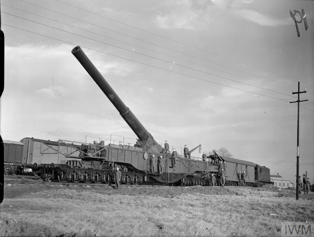 12 December 1940 worldwartwo.filminspector.com Boche-Buster railway gun