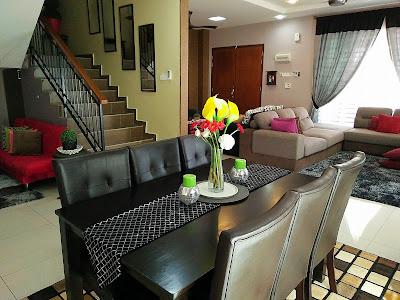 dekorasi rumah dengan ruang tamu menyatu dengan ruang makan