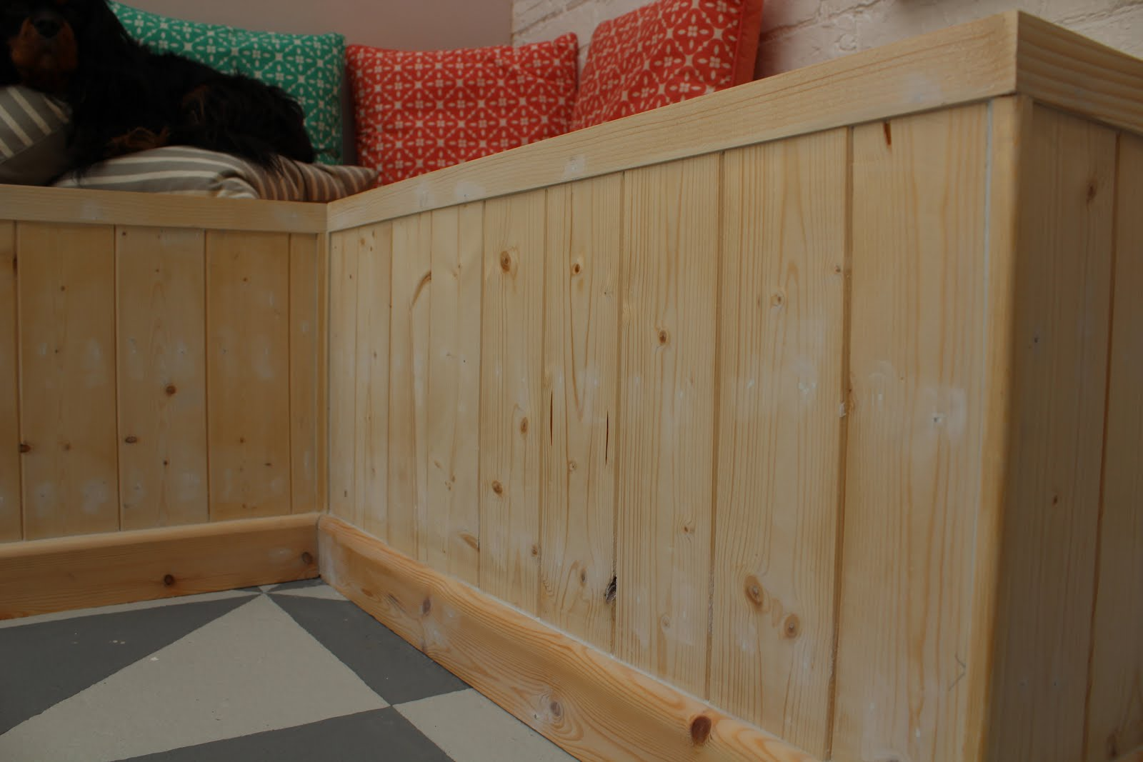 diy pallet bench with panelling