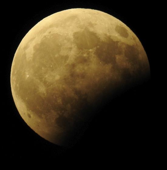 ליקוי ירח חלקי - שבועיים לפני ליקוי החמה המלא