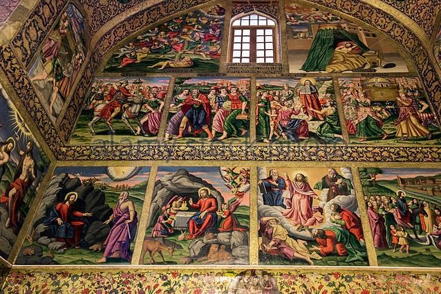 Les peintures murales sur les murs de la cathédrale Vank