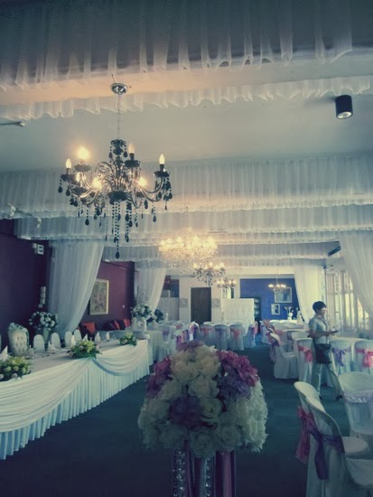 comfortable indoor wedding