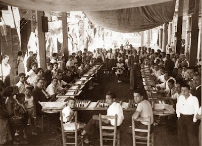 Àngel Ribera en unas simultáneas de ajedrez en 1934