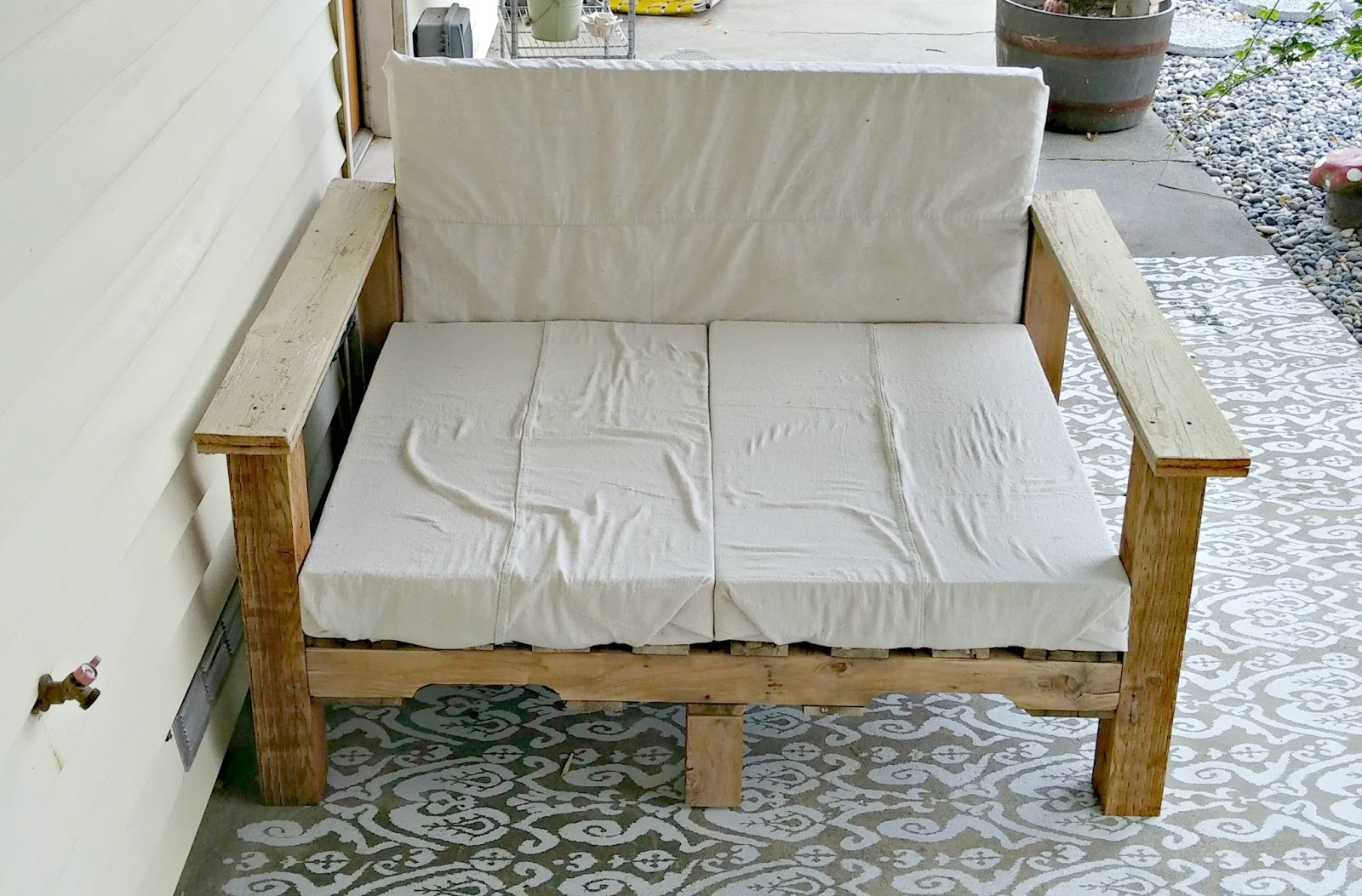 pallet love seat tutorial