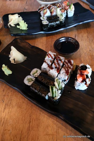 Sushi Stockholm mit rohem Lachs und Maki im Taumi in Karlsruhe