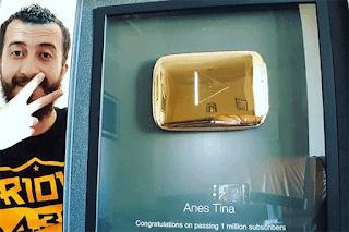 """أنس تينا يحصل على جائزة """"يوتوب الذهبية"""" لبلوغ قناته مليون متابع"""