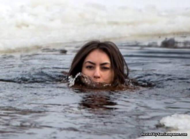 Wanita Sanggup Berbogel Dalam Suhu Beku Untuk Kekal Awet Muda