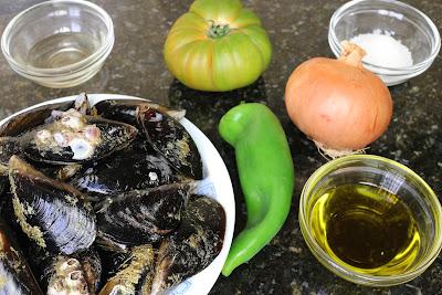 Ingredientes para mejillones con pipirrana