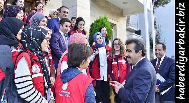 Damla projesi kapsamında gönüllü gençler Diyarbakır'da