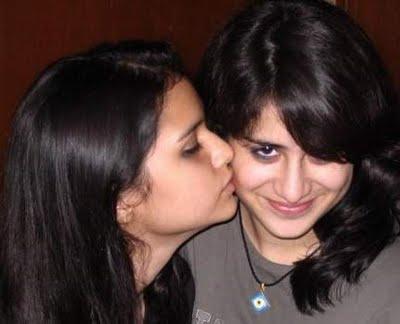 Pk Hot Girl: PakistaniIIndian Girls Hot Kissing