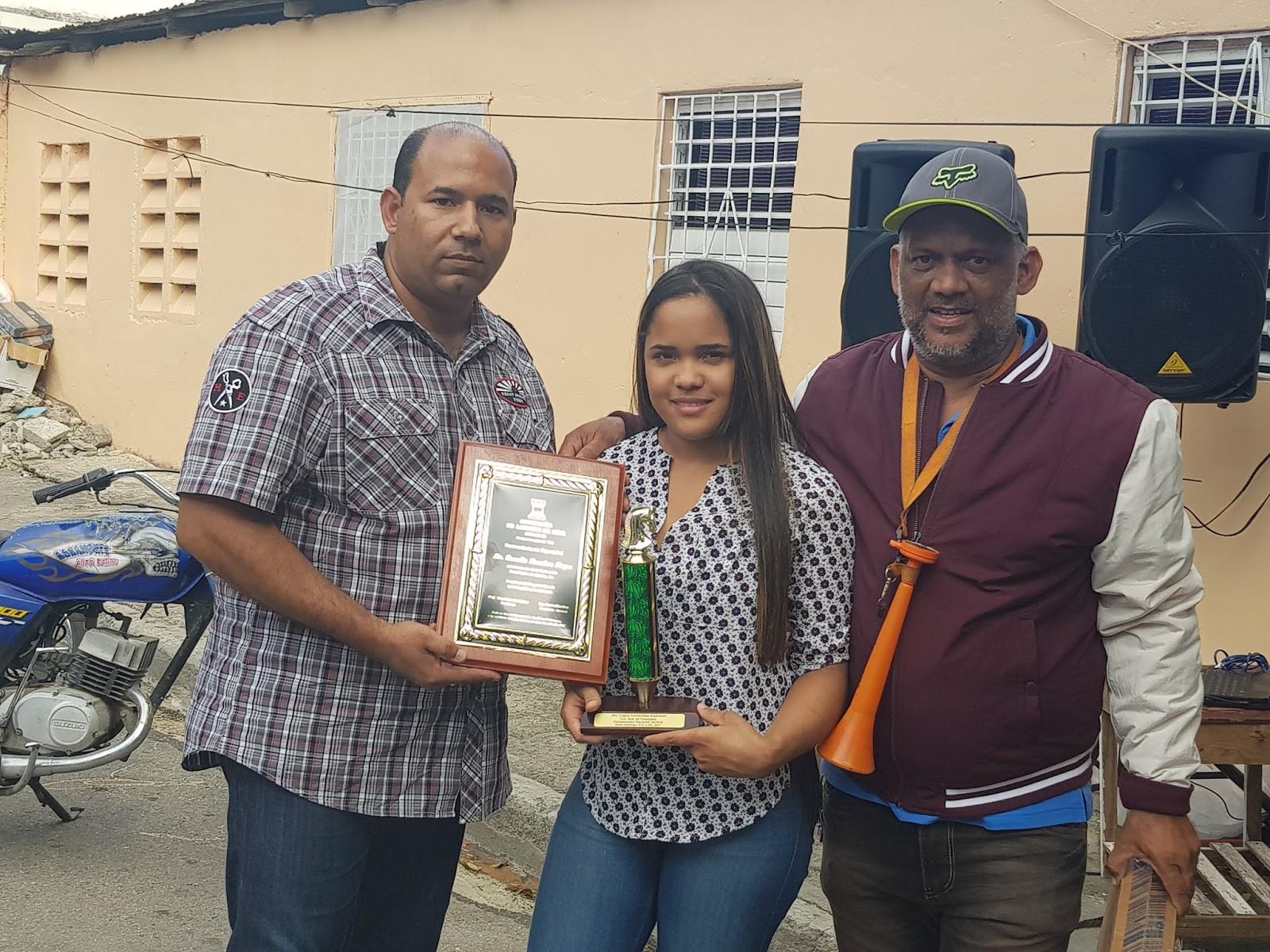 La Asociación de Ajedrez de Azua (ADAJAZ)  reconoce a Braulio Ramírez en campeonato Navideño 2017.