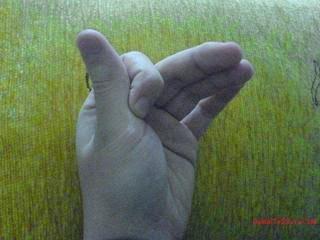 hıçkırık+için+parmak+hareketi