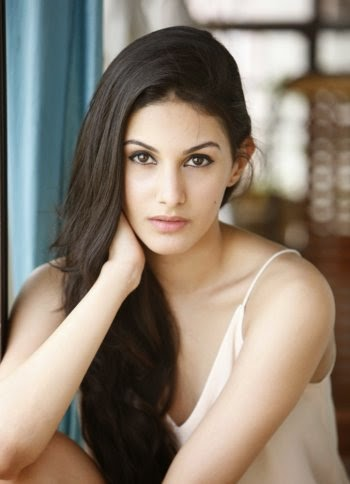 Amyra Dastur Hot  | Anegan Actress / Heroine Amyra Dastur Hot Pics Stills Images And HD Wallpapers