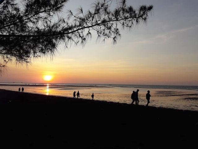sunset di pantai duta wisata lampung