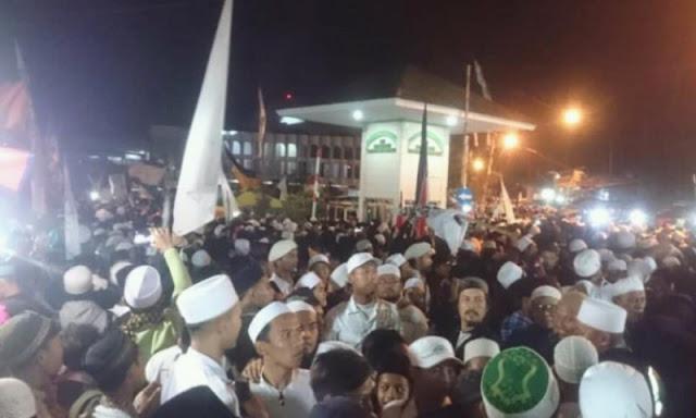 Gabungan Ormas Islam Geruduk Polres Garut Terkait Pembakaran Bendera Tauhid oleh Oknum Banser