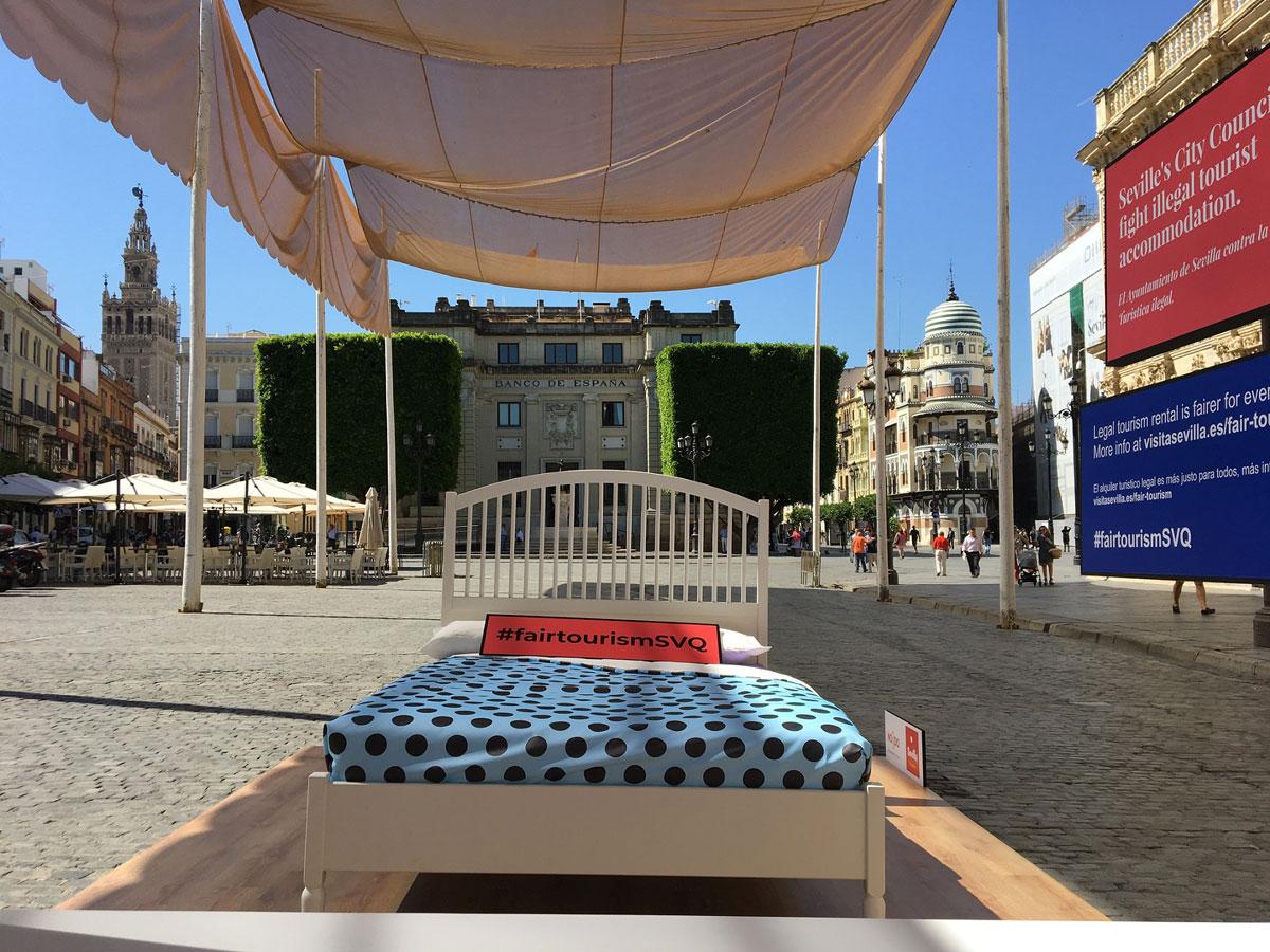 campana contra apartamentos turisticos sevilla