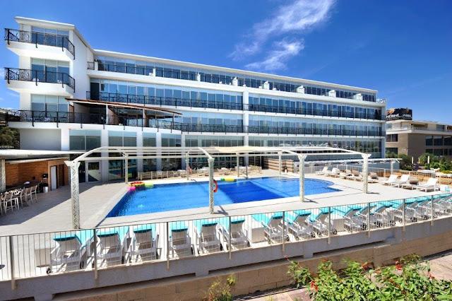 מלון אקוודוקט -בריכת שחייה