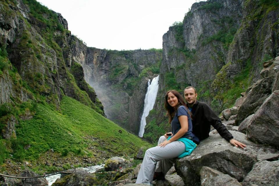 Trekking del Voringfossen hasta el pie de la cascada.