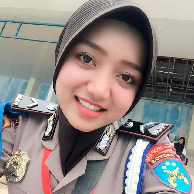 Beautiful Policewomen Wear Hijab