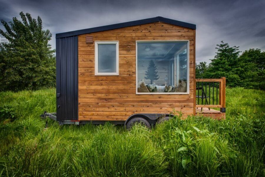 11-Side-View-Backcountry-Architecture-with-a-Cosy-Tiny-House-www-designstack-co
