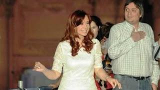 """Son más de 30 cheques depositados entre 2012 y marzo de 2016, en la cuenta de Los Sauces SA en la sede del Banco Nación de la capital de Santa Cruz. Los depósitos son por sumas que se repiten: $ 45.497, $ 68.209 y $ 23.072. Se emitieron a favor de la empresa de Cristina Kirchner en períodos diferentes y representan ingresos promedio de $ 1.900.000 por mes. """"Los adelantos por dividendos que los Kirchner retiraron los últimos años, supera ampliamente la suma que la empresa manejaba por mes"""", indicaron a Clarín fuentes judiciales."""