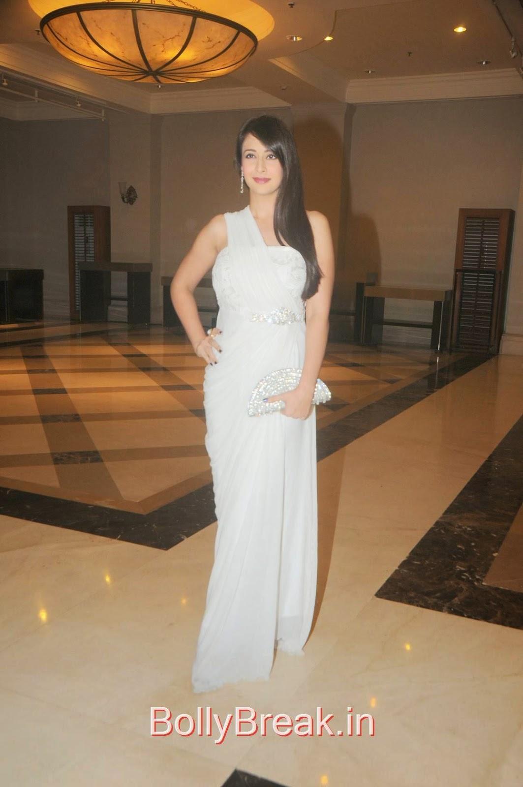 Preeti Jhangiani Stills, Preeti Jhangiani Hot Pics in white dress from Kaash Tum Hote Trailer Launch