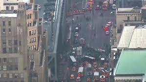 Σύμφωνα με την πυροσβεστική υπηρεσία από την έκρηξη υπάρχουν 4 ελαφρά τραυματισμένοι