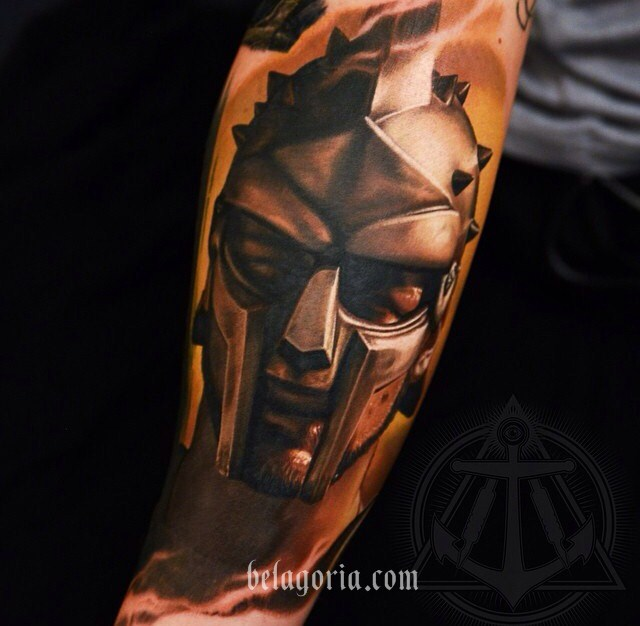 tatuaje de gladiador en estilo realista