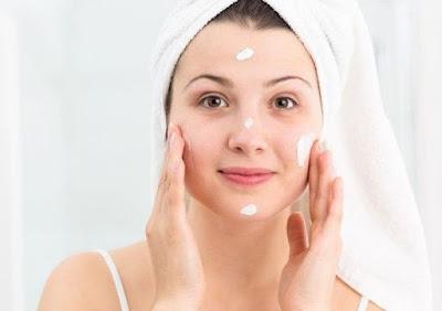 5 Skincare Dasar salah satunya adalah Pelembab