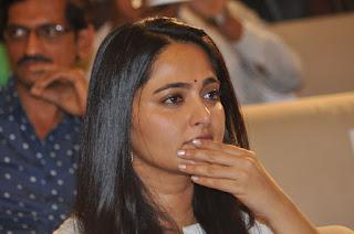 anushka at world of baahubali press meet