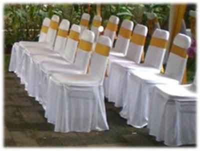 Paket pernikahan hemat di teras rumah