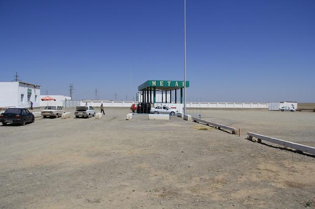 Ouzbékistan, Sentyab, station-service, © L. Gigout, 2012