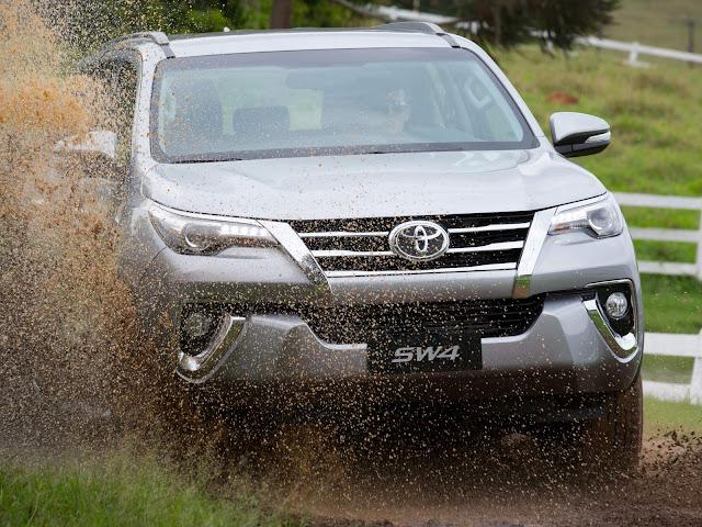 Toyota convoca Lexus, Hilux, SW4 e Prius por defeito no sistema de airbag
