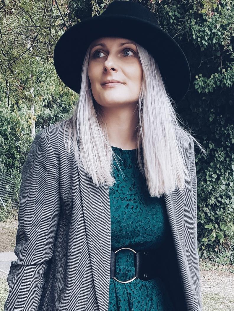 Fedora hat & lace dress czyli kapelusz i sukienka w wersji jesiennej