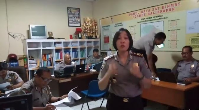 http://www.asalasah.com/2016/07/video-lucu-polisi-sindir-bahaya-main.html