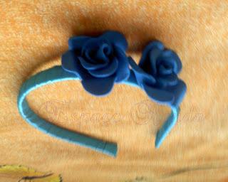 Tiara com flores em EVA