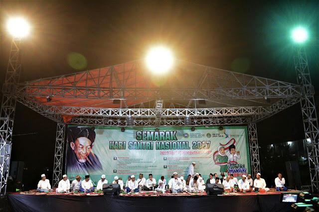Peringatan Hari Santri di Nurul Jadid, Paiton Probolinggo, Sabtu Malam, (21/10/2017)