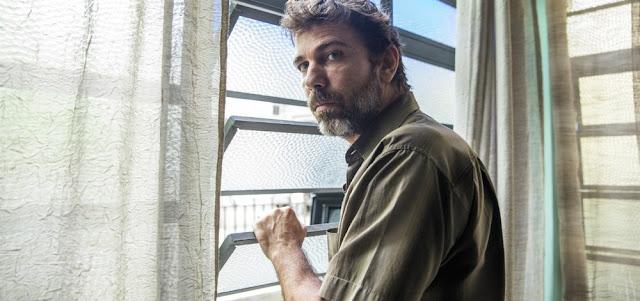 Elias (Marcelo Faria) será ameaçado de morte por Ramon (David Junior) em cena de Bom Sucesso