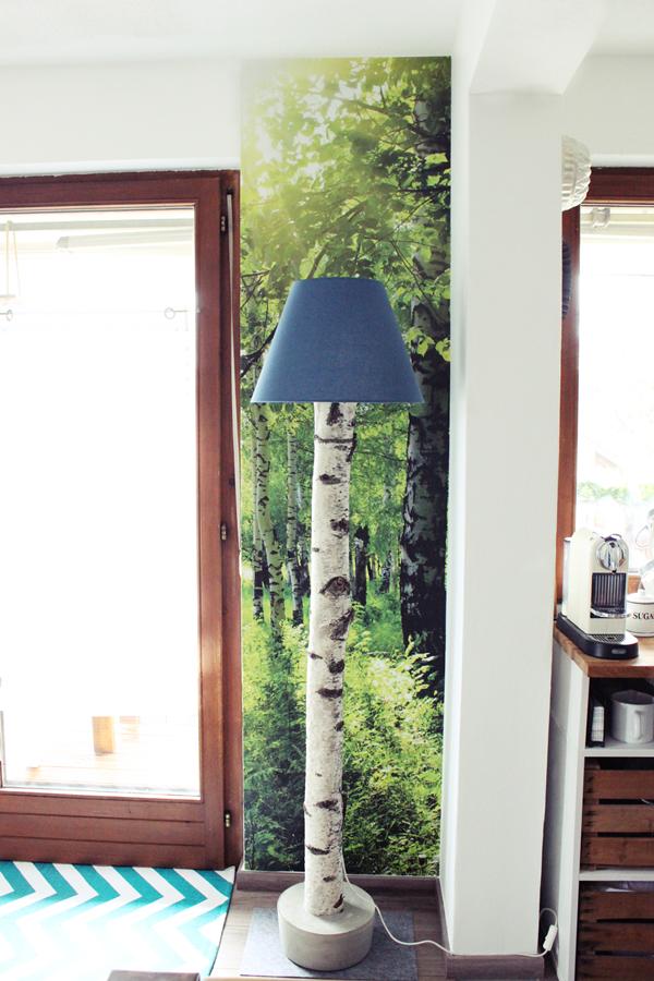 s\'Bastelkistle: {DIY} Stehlampe aus einem Birkenstamm & neue Fototapete