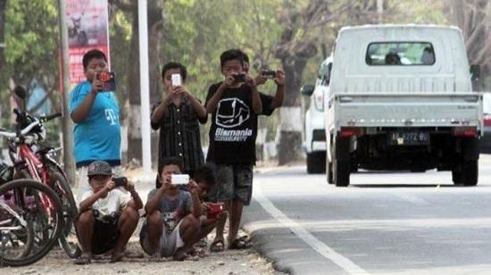 Pelajaran Bagi Orang Tua, Keasyikan Berburu Telolet, Bocah di Probolinggo Tertabrak Mobil
