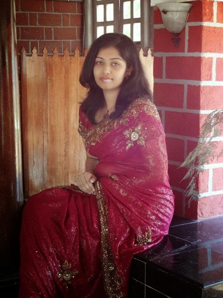 Desi Beautiful Indian Hot Housewife In Saree Photos -4689