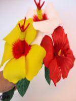 http://scalydamadragon.blogspot.com.es/2015/05/flores-para-adornar-eventos-hecha-de.html#more