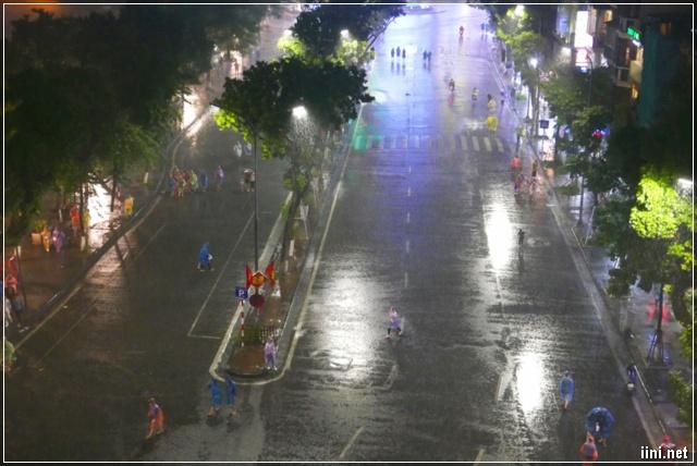 mưa trên phố