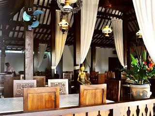 Tempat Wisata Kuliner di Bali yaitu Cafe Degan