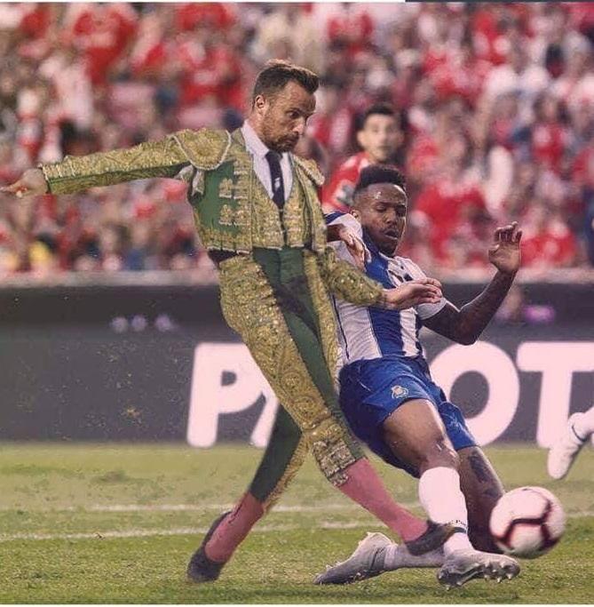Pasodoble no final do Benfica-Calor da Noite. Foi lesto a castigar o  Benfica o Conselho de Disciplina. Sentido as dores que a farpa de Seferovic  fez sentir ... b58813b34aee6