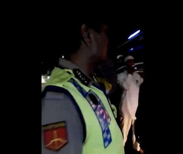 [VIDEO] Rombongan Peserta Aksi 55 dari Kuningan Ditahan Polisi Tak Diizinkan Melintas ke Jakarta