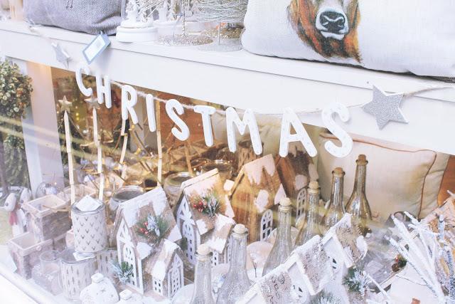 Shabby chic vintage Christmas interior decorations