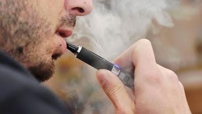Κανονικό VS ηλεκτρονικό τσιγάρο: Το βίντεο σύγκρισης που πρέπει όλοι να δείτε