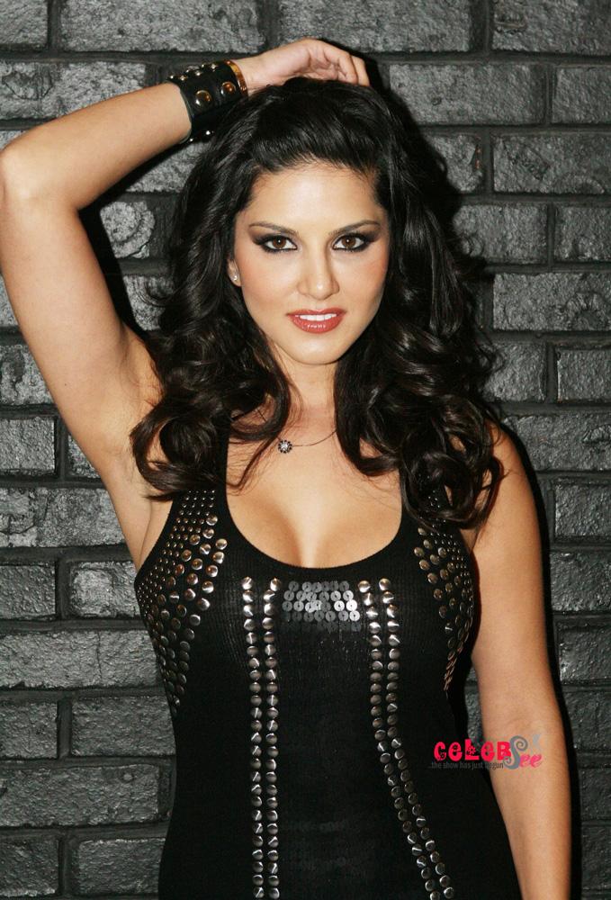 Porn Star Sunny Leone  Hot Site-6635